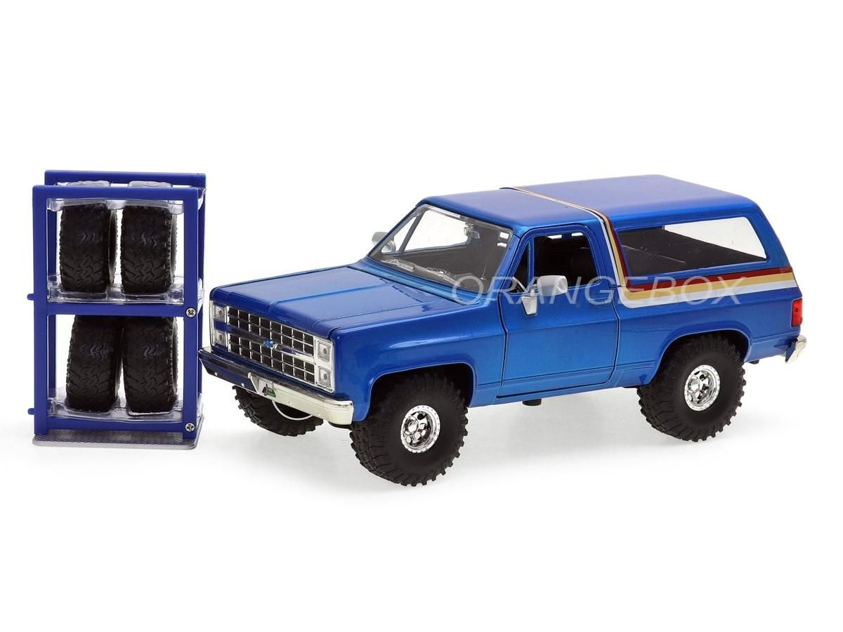 Chevrolet Blazer 1980 Just Trucks Jada Toys 1:24 + Estante com Rodas
