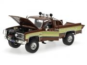 Pick-Up Duro na Queda 1982 GMC K-2500 Sierra Grande Wideside The Fall Guy 1:18 Greenlight