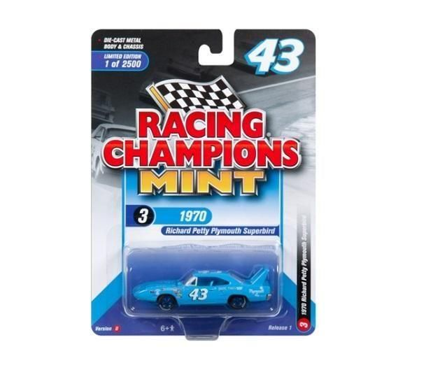 Plymouth Superbird 1970 Richard Petty - 2018 Release 1 Set B Racing Champions Mint 1:64
